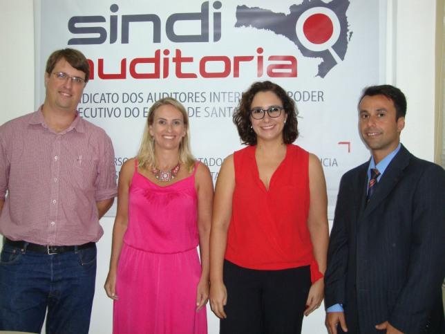 Parte da nova diretoria eleita na noite de quinta-feira (31): Clóvis, Marisa, Tatiana e Rafael