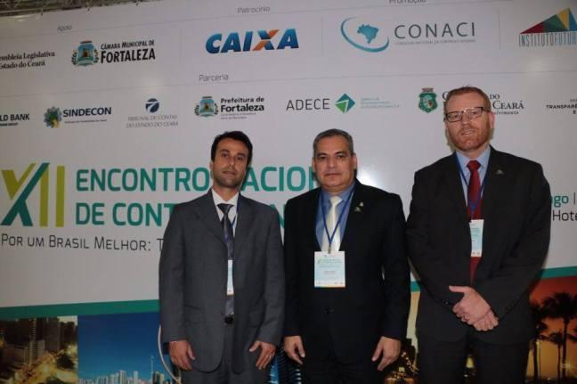 O vice-presidente do Sindiauditoria, Rafael Palmares, o presidente do Conaci, XXX, e o Auditor Interno Rodrigo Strigger Dutra em Fortaleza (Foto: Divulgação/Sindiauditoria)